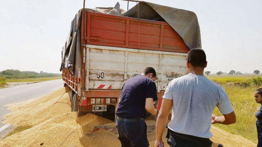 Desde Coninagro, cuestionan a los transportistas de cereales